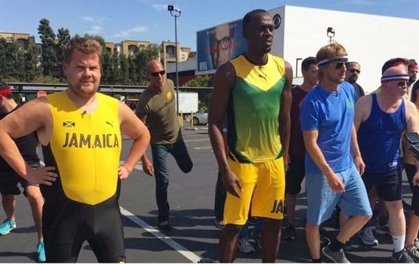 Болт сразился на 100-метровке с простыми людьми