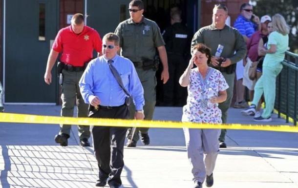 В США подросток устроил стрельбу возле школы: есть жертвы