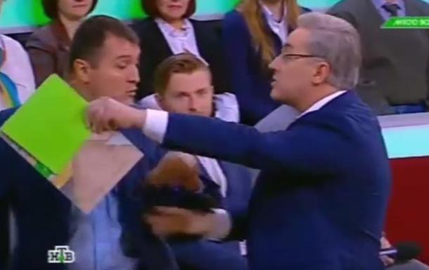 В РФ телеведущий обозвал украинского эксперта  бараном  и выгнал из студии