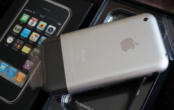 Москвич принял решение реализовать первый iPhone за1,25 млн руб.