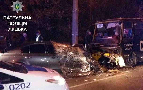 УЛуцьку водій «BMW» врізався вмаршрутку злюдьми