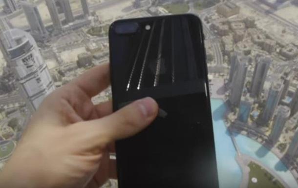 Украинец испробовал iPhone 7, сбросив снебоскреба