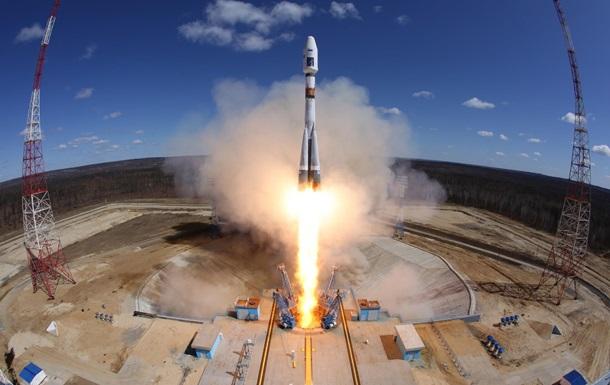 МинобороныРФ опубликовало зрелищное видео запуска ракет вДень космических войск