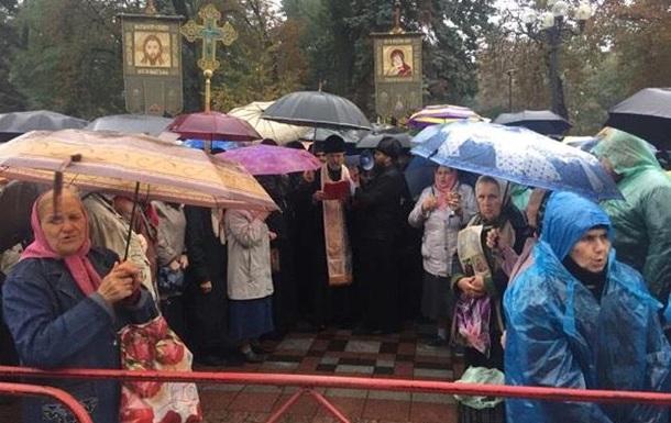 Сотни прихожан УПЦ МП собрались под Радой