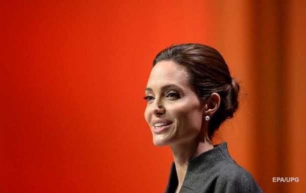Анджелина Джоли поселилась в доме экс-жены Чарли Шина