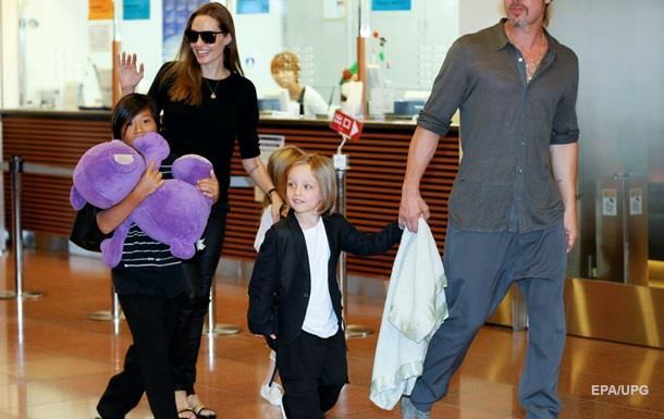 Анджелина Джоли позволила мужу увидеться сдетьми