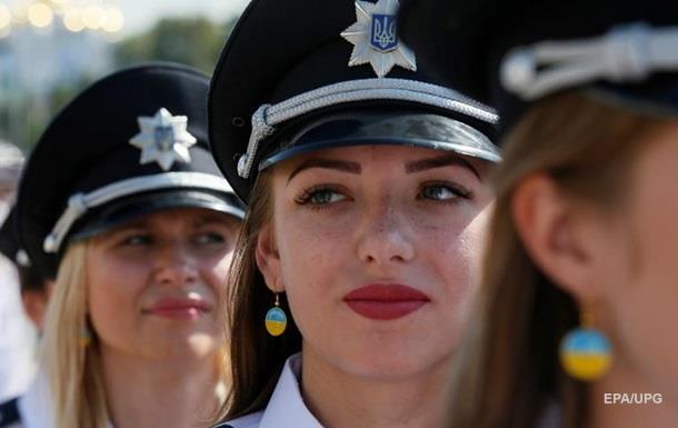 Японія надала українським поліцейським майже 10 тис. комплектів зимової форми
