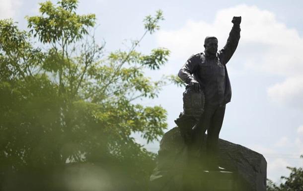 Россия подарила Венесуэле статую Уго Чавеса