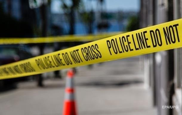 В США неизвестный ранил трех полицейских