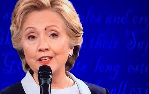 Муха на брови Клинтон стала звездой сети