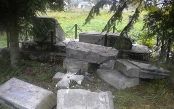 В Польше уничтожили памятник украинцам