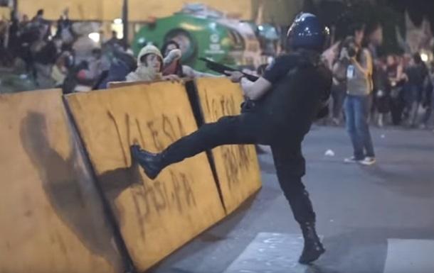 В Аргентине полиция жестко разогнала митингующих