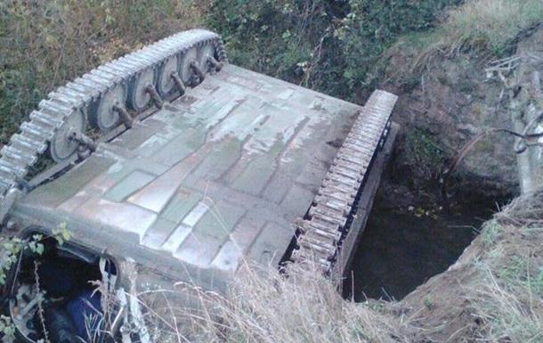 На Львовщине нашли перевернутый военный тягач