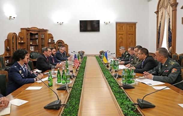 Украина желает добиться статуса союзника США вобход НАТО— Полторак