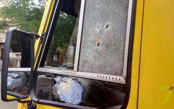 В Одессе мужчина останавливал маршрутку стрельбой