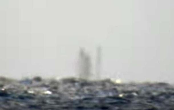 На озере в США заметили  корабль-призрак