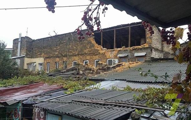 В Одессе при обвале дома погиб человек