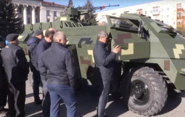 В Житомире показали броневик Атаман
