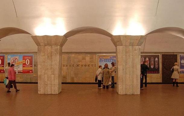 В метро Киева останавливали поезда из-за человека на рельсах