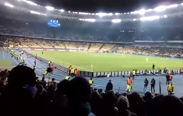 Фанаты Динамо спели кричалку про Моторолу