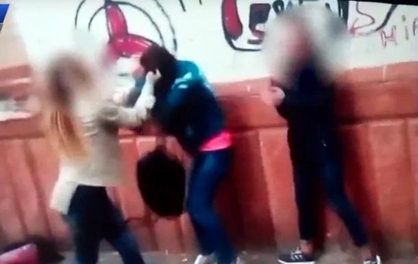 В Запорожье избиение школьницы сняли на видео