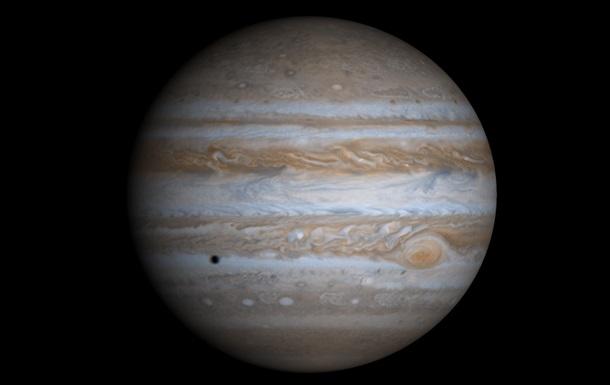 На Юпитере нашли циклон в десять раз выше Эвереста