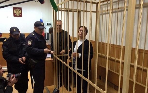В РФ суд продлил арест директора украинской библиотеки