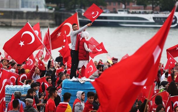 За связи с Гюленом в Турции арестовано 35 тысяч человек