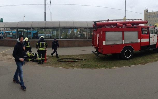 В Киеве на станции метро загорелся поезд
