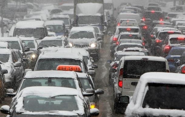 Пробки в Киеве из-за снега
