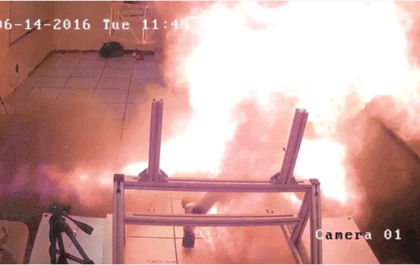 Смерть робота от взрыва аккумулятора сняли на видео