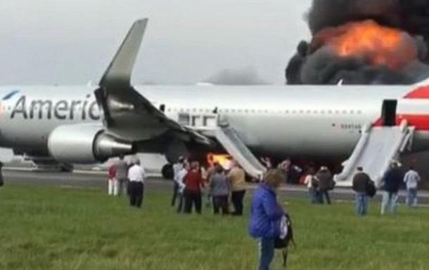 Возгорание самолета в Чикаго − 20 пострадавших