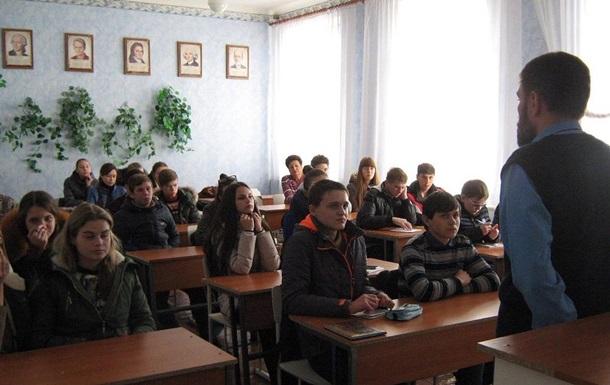 В Сети показали учеников в куртках в школе ДНР
