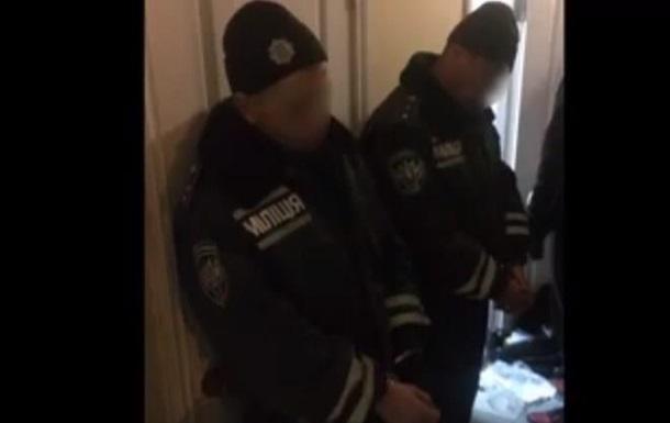 В Запорожье копов подозревают в грабежах на вокзале