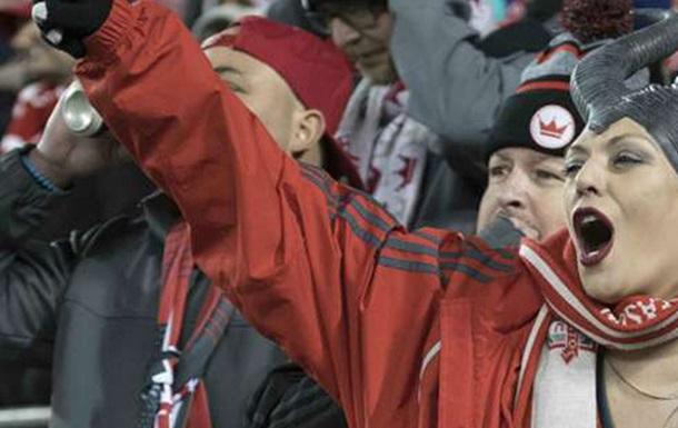 Сумасшедшая атмосфера: Фанаты Торонто едва не развалили собственный стадион