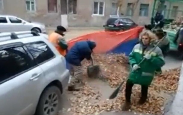 Дворников обвинили в осквернении флага РФ