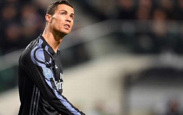 За такое Золотой мяч не дают : Роналду наступил на защитника Легии