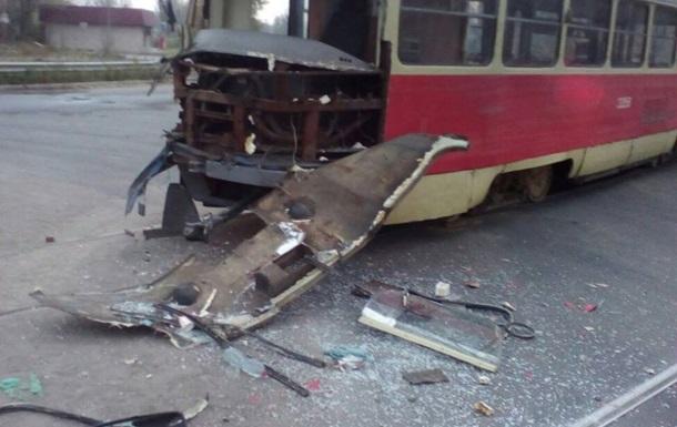 В Одессе фура влетела в трамвай