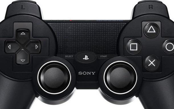Защитник Арсенала похвастался именным контроллером для Playstation 4