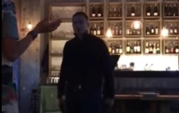 Появилось видео стрелка в киевском ресторане