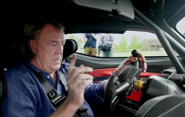 Экс-ведущие Top Gear уничтожили 27 авто ради съемок