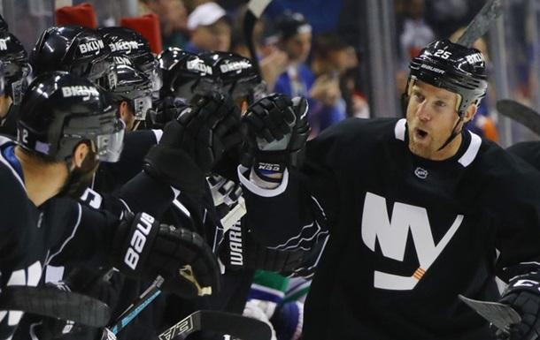 НХЛ. 9-е подряд поражение Ванкувера, успехи Бостона и Флориды