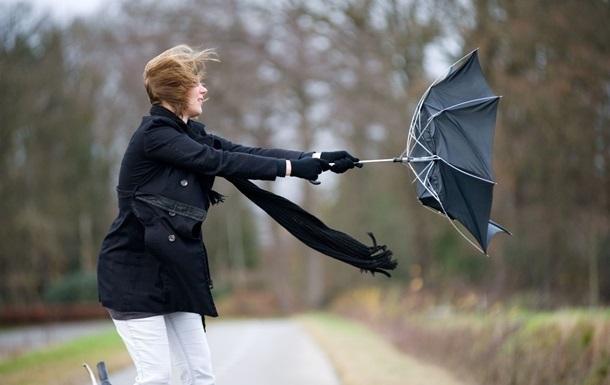 Завтра украинцев ожидают сильные дожди и ветер