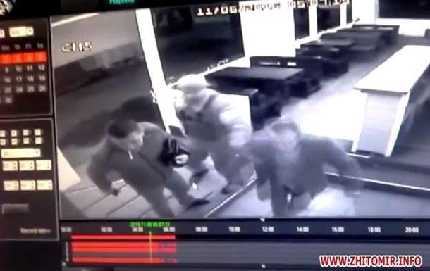 Полиция устроила стрельбу в стриптиз-клубе