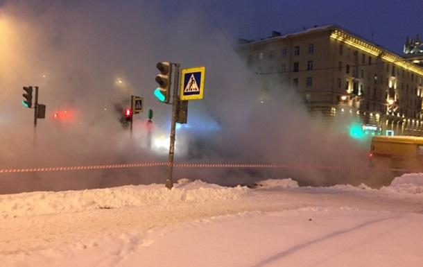 В Москве два школьника провалились в яму с кипятком