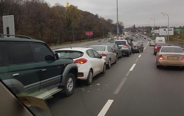 В Киеве произошло ДТП с участием 12 автомобилей