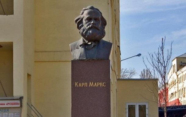 Фабрика Порошенко не хочет сносить памятник Марксу