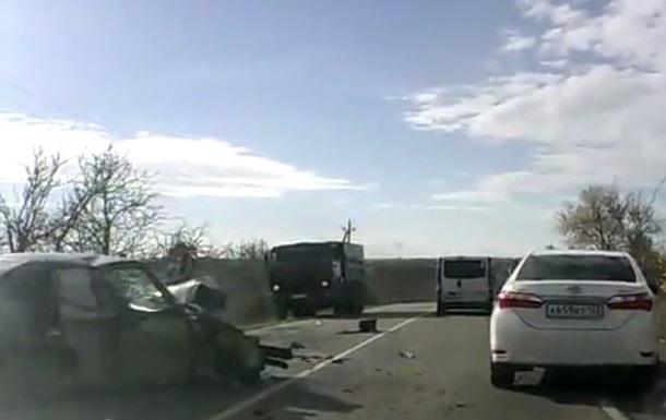 В Крыму авто столкнулись лоб в лоб, пять детей пострадали