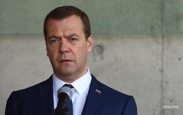 Медведев назвал Саакашвили  обгадившимся пассажиром