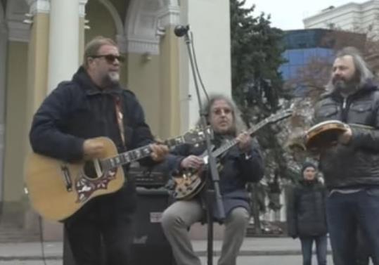 Борис Гребенщиков дал тротуарный концерт в Полтаве